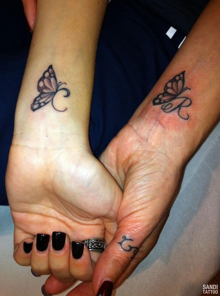 Pin farfalle tatuaggi con fiori sul piede kamistad for Tatuaggi fiori sul piede
